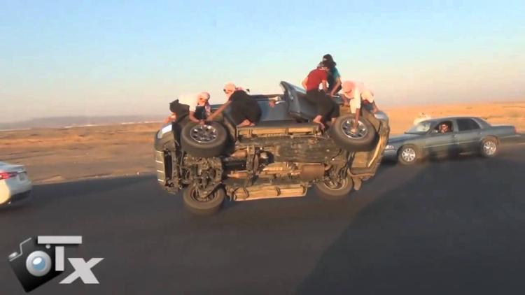 Achas que mudar um pneu é difícil? Pensa novamente...